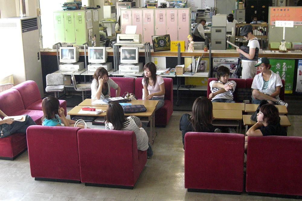 秋田北部自動車学校の待合